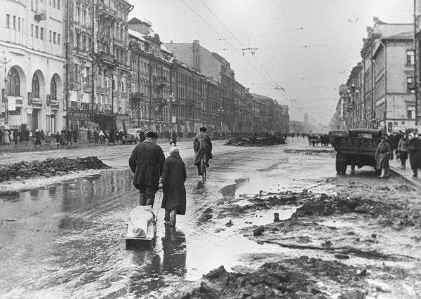 لينينجراد تحت الحصار 1942